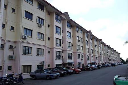 Cheap, friendly and accessible - Kajang - Apartmen