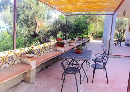 Holiday home, garden and sea, near to Cefalù - Huvila
