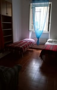 Andrea,in the center..the other cheap & easy room! - Terni