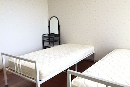 憧れの宮古ブルーの海をテラスから眺める。海まですぐの「シービュー・セルフリゾート宮古島 No2」 - Miyakojima-shi - Appartamento