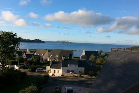 Vue mer sur la côte de granite rose - Louannec - House