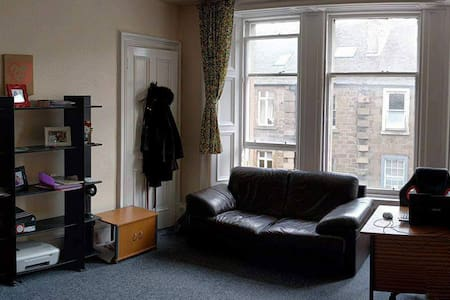 Bright and big room in the city centre of Dundee - Dundee - Bed & Breakfast