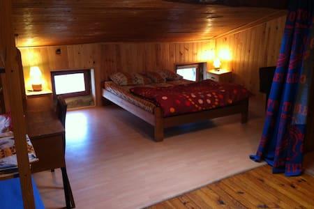 chambre chez l habitant dans hameau - Saint-Sauveur-de-Montagut - Ev