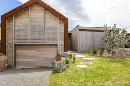 Famous 'magazine' home + Pool at 13th Beach - BARWON HEADS - House