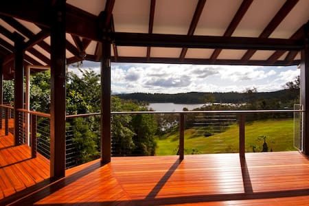 Tinaroo Lake House, Atherton Tablelands via Cairns - House
