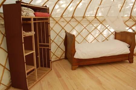 Peaseblossom - an 18-foot yurt in écovallée - Couze-et-Saint-Front - Rundzelt