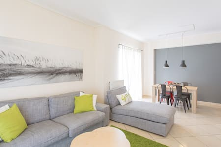 Modern 3-bd with parking included - Appartement