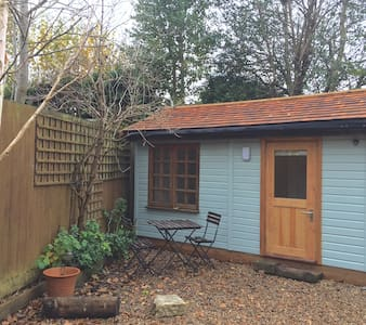 Quiet Little Double En-suite Garden Room, Horsham - Horsham - Kabin