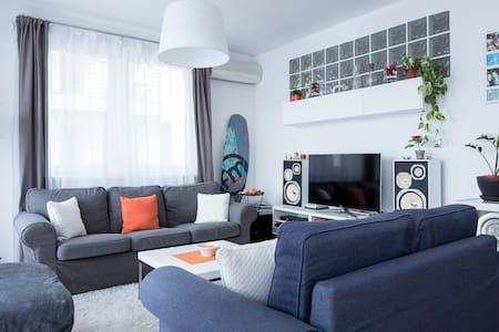 Modern Design Apartment /w garage - Budapest - Appartement