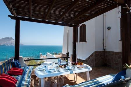Habitación blanca c/baño casa con grandes vistas. - Bed & Breakfast