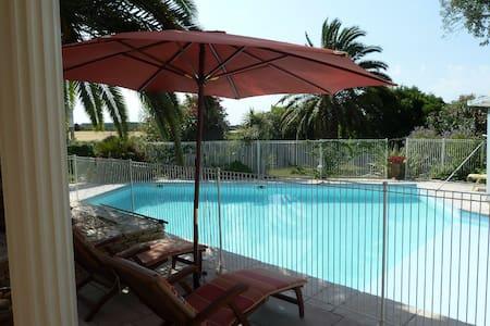 Proche Montpellier - Chambre Méditerranée piscine - Restinclières - Bed & Breakfast