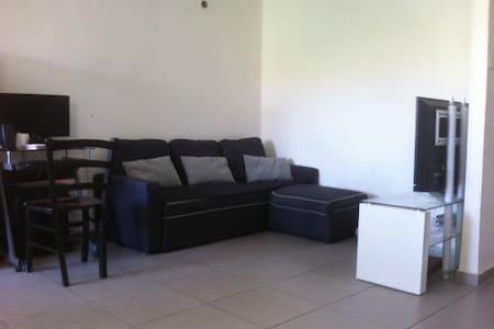 Jerusalem pleasant room   for female travelers . - 公寓