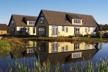 Private Gatehouse Cottage + event space! - Brooktondale - Townhouse
