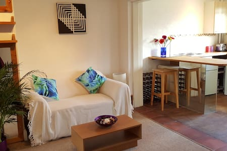 Pretty flat, 6min walk Surbiton Stn - Long Ditton - Apartment