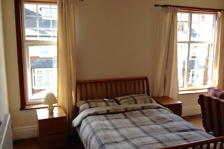 Massive double room with sofa & tv - Nottingham - House
