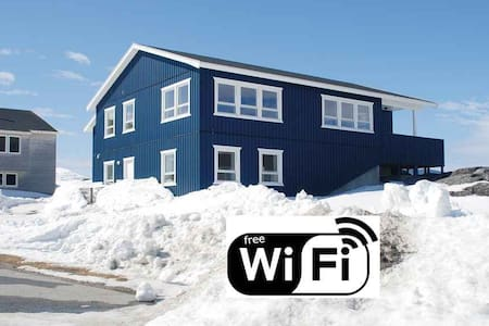 Wonderful private apartment with great view - Nuuk - Departamento