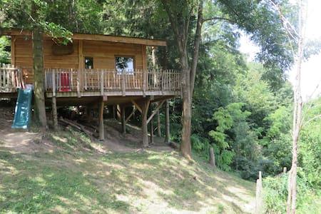 Cabane en bois située dans la Drôme des collines - Ratières - Dům na stromě