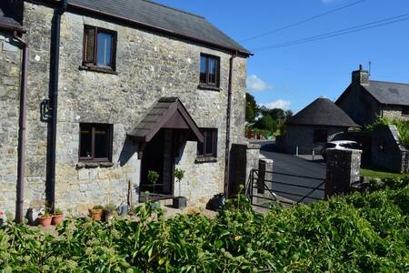 Wayside Cottage & Hay Loft - Sleeps 6 sharing - Gileston - Casa