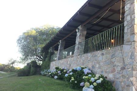 Casa de Piedra en el campo - Dům