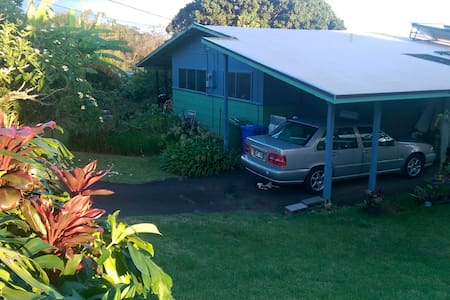 King bed in Central Oahu Cottage - Aiea - Talo