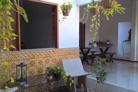 quarto para casal de turistas em ambiente familiar - House