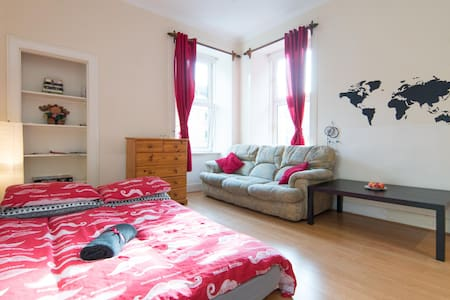 Comfy flat in Glasgow city centre