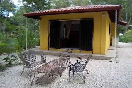 Jungle House,5 kms to the beach,
