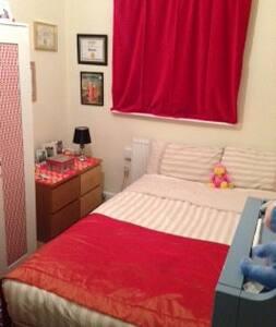 Room in apartment  - Eccles