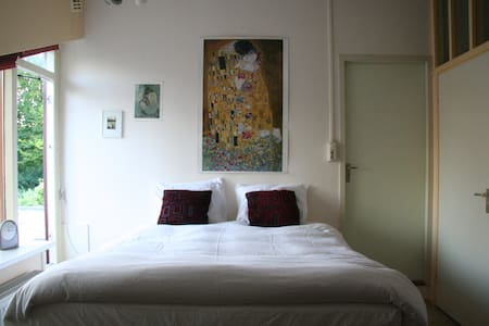 Room with bathroom near Schiphol & Amsterdam - Badhoevedorp - House