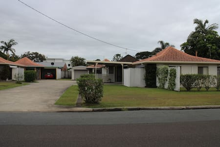 Romantic home away from home close to the river. - Maroochydore