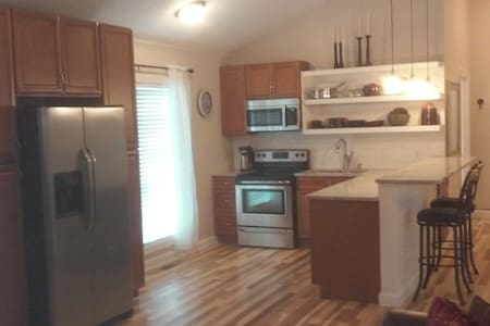 Large 2-bdrm Carriage House, full kitchen, laundry - Indianapolis - Apartamento