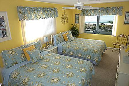 Elegant Siesta Key Gulf-Front Condo - Siesta Key - Condominium