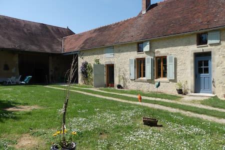 ancienne ferme en pierre restaurée - House