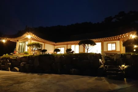 한옥스테이&카페 궁 (HANOK STAY&CAFE GUNG) -창경궁 - Naega-myeon, Kanghwa - Bed & Breakfast