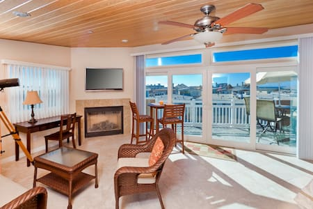 Luxury Duplex. Upper unit 1300 square foot, fully equipped & furnished, w/fireplaces, WIFI, Direct TV, Laundry, Garage Parking, linens,  bikes, beach chairs, patios and decks with barbecues.  Large galley kitchens /new appliances. Quiet neighborhood.