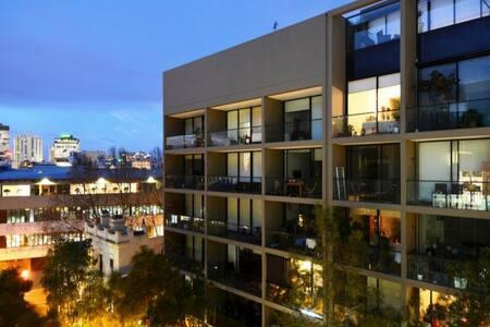Large modern designer studio CBD - Surry Hills - Apartment
