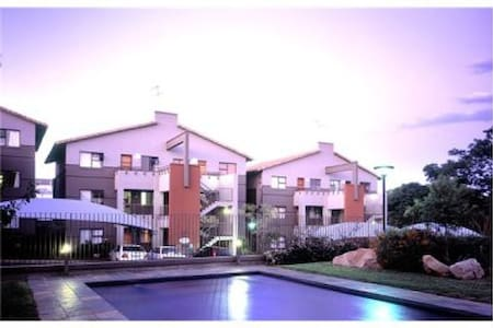 Trendy private ensuite room in Rivonia. - Sandton - Wohnung