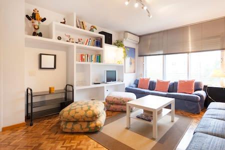 Piso de 70m2 y 2 habitaciones muy luminoso, Madrid - Madri - Apartamento