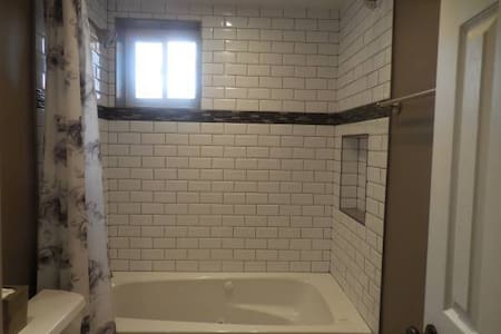 Spacious Room, Large Window with Queen Bed & Desk - Silver Spring - House