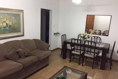Apartamento 2 qtos de casal ao lado da Pelinca - Daire