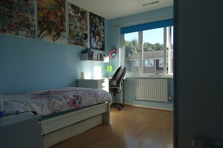 1 Manga double bedroom, with a single bed - Bromley - Townhouse