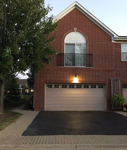 Great town home! 15minsORD 25minsDT - Northbrook - Townhouse