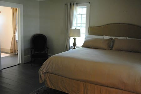 King Suite/Private Guest Wing, 1823 Historic Home - China - Bed & Breakfast