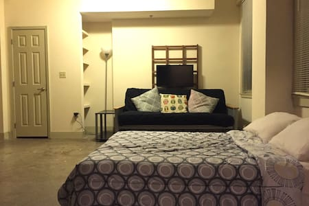 DOWNTOWN LOFT NEAR BAYFRONT - 公寓