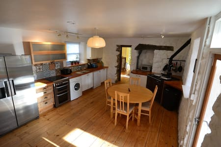Spacious, cozy Hebridean cottage. - Rumah