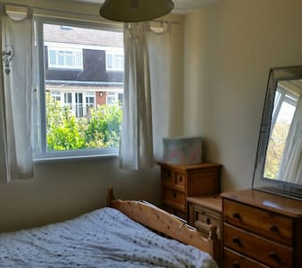 Double room in quiet area on outskirts of Brighton - Saltdean - House