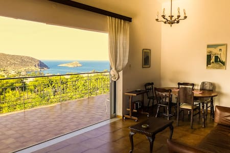 Quiet, cosy house with an amazing view - Avlaki