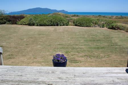 Ocean View, Beach Front Retreat - Bed & Breakfast