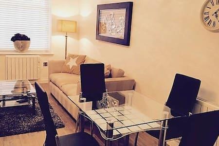 2 Bed, 2 Bath - Leamington Centre - Lejlighed