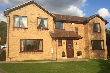 Silverburn House (Double Room & Private Bathroom) - Maison